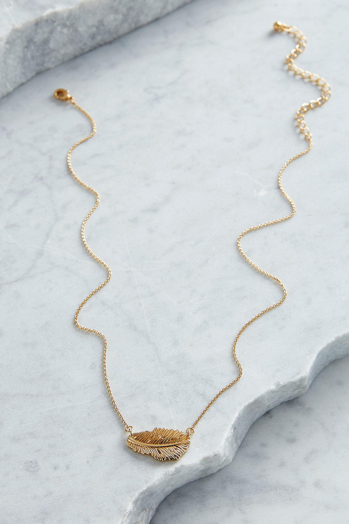 Leaf Pendant Short Necklace