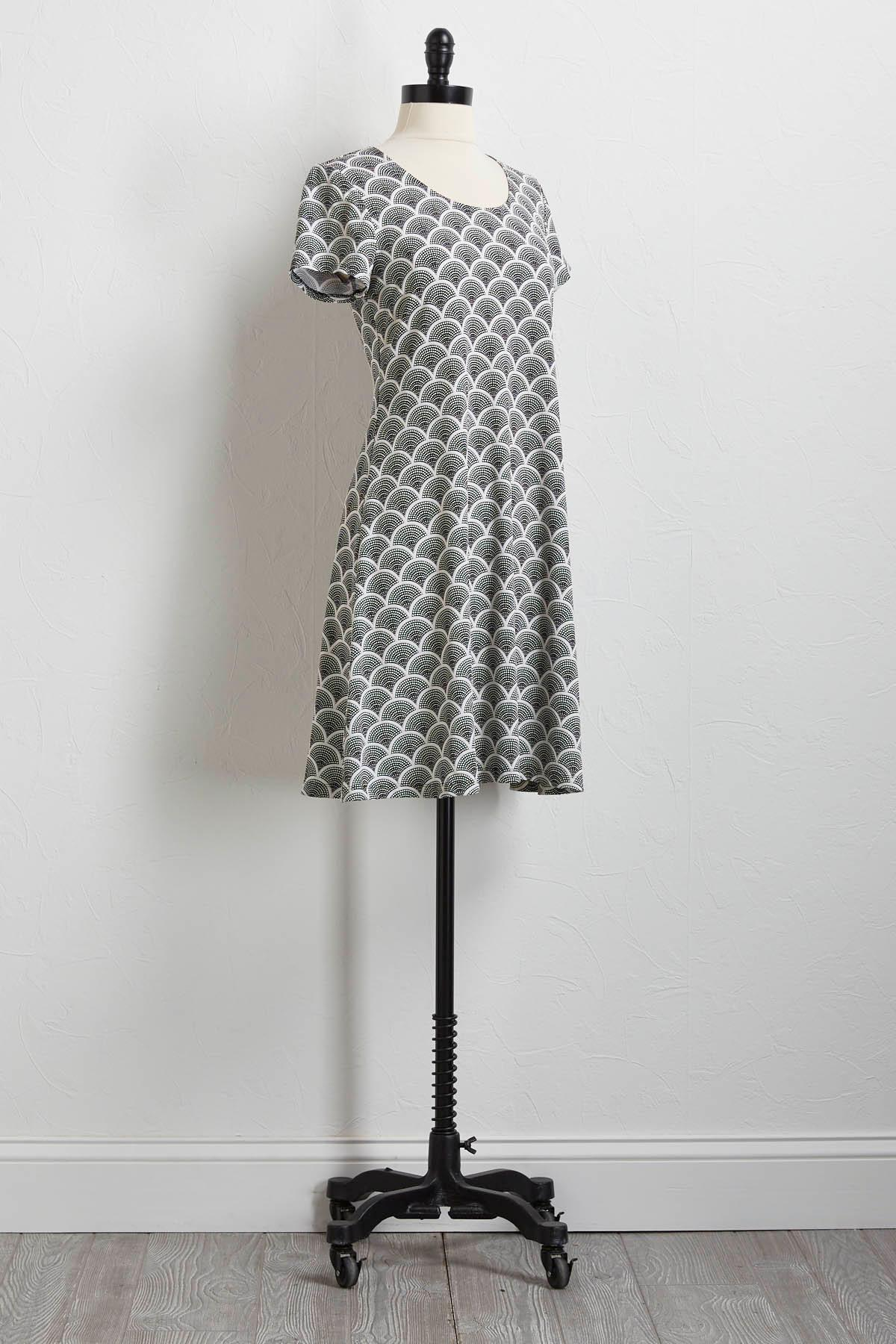 Black And White Puff Print Shift Dress