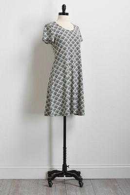 black and white puff print shift dress