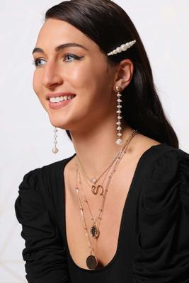 shaky pearl earrings