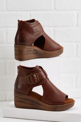 buckle up cutout wedges
