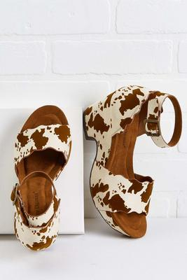 mooovin` and groovin` notch heels