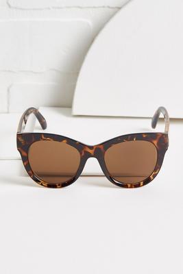 blogger babe sunglasses