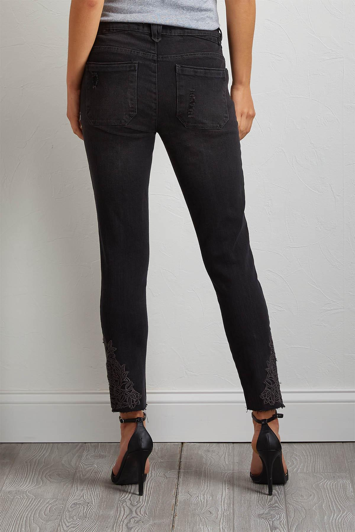 Tonal Embroidered Skimmer Jeans