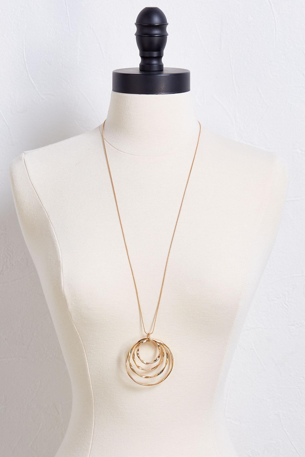 Wavy Circle Pendant Necklace