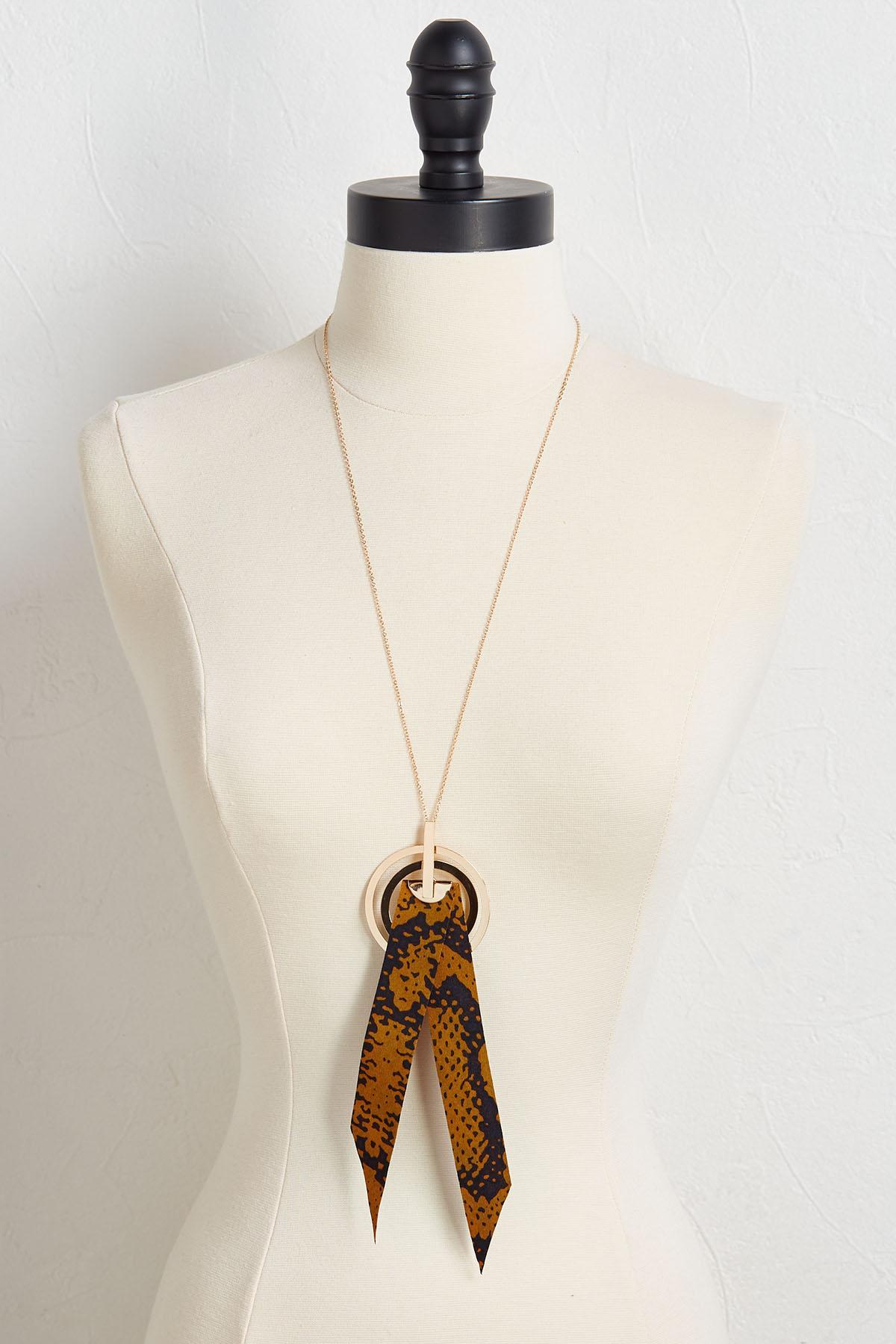 Ribbon Pendant Necklace