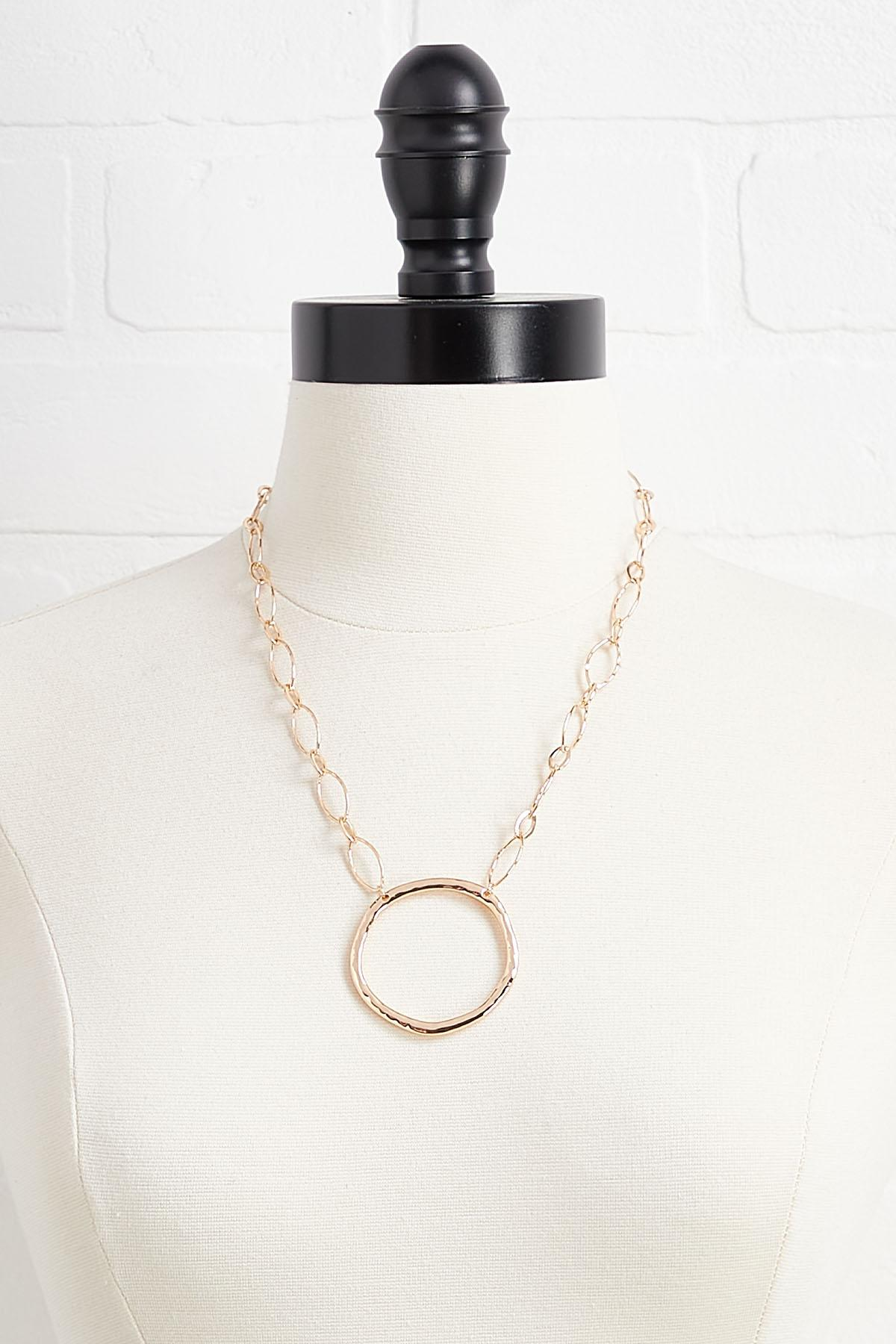 Metal Chain And Pendant Necklace
